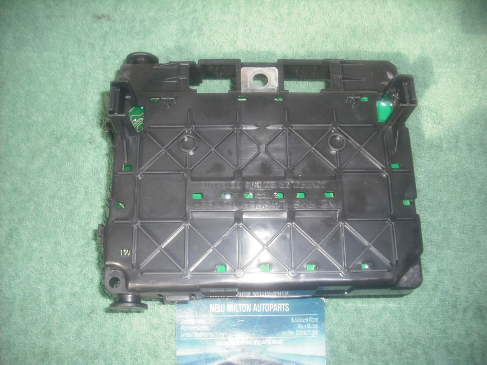 medium resolution of a genuine peugeot 206 front fuse box control module bsm b2 siemens t118470002 h 9643498980